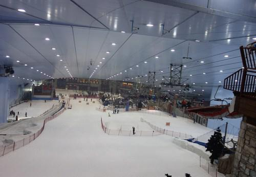 biggest indoor skiing in dubai desert