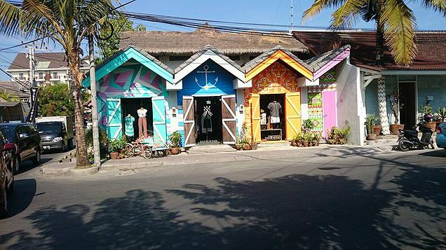 5 Destinations in Asia worth revisiting - Spotted colourful wooden shacks along the streets of Semiyak. For those who are looking for unique designer beach wear, Bali certainly has rows of such vintage designer shops for your browsing.