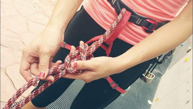 Leaning how to tie the figure of 8 knot in your level 1 certification
