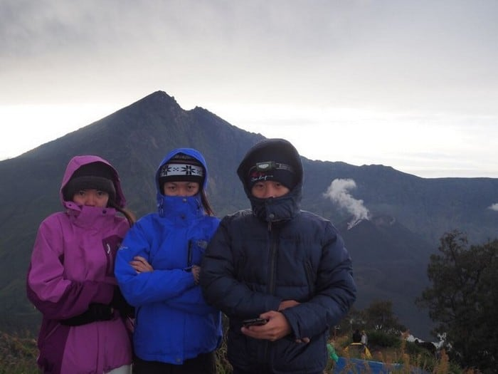 3 singaporean teenagers freezing like crazy at the crater rim of mount rinjani even with our waterproof windbreakers - - mount rinjani trek