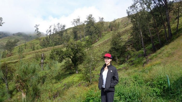 despite the sunny weather the air was pretty chilly along the hike up mount rinjani | Lombok indonesia mountains