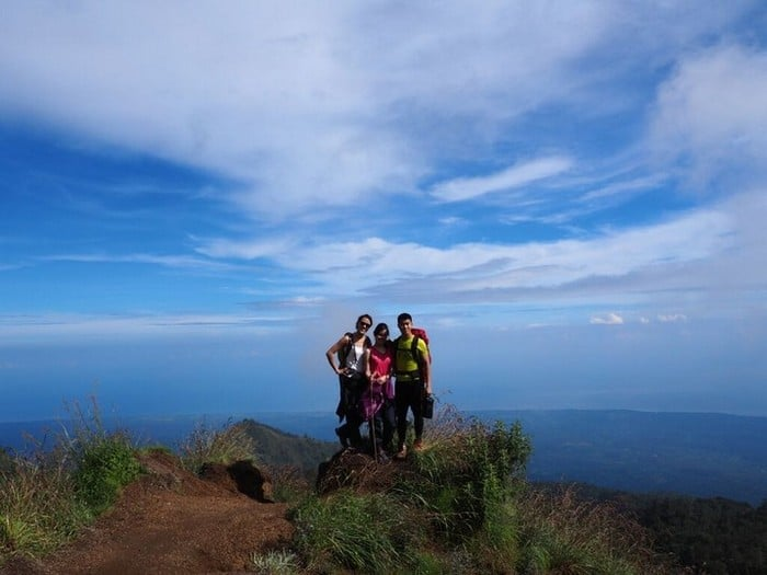 group shot along rest point on the hike - mount rinjani trek | Mt Rinjani Hike