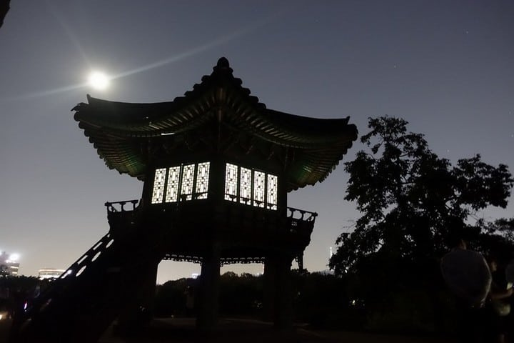 Moonligh Tour of Changdeokgung Palace - mode of travel