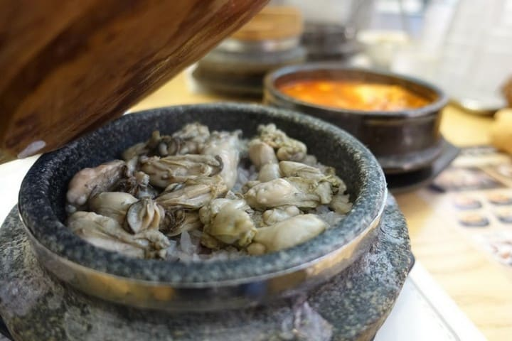 best local korean food in Korea - Steamed Oysters with Purple Short Grain Rice