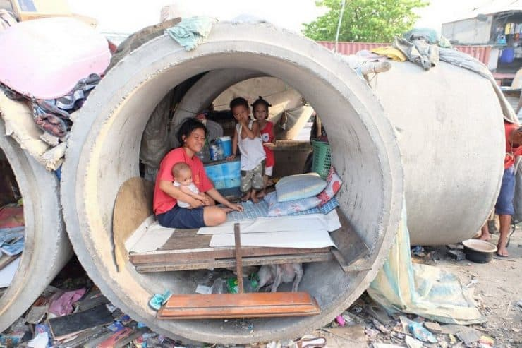 Making their homes in these places along the road | Homelessness in the Philippines