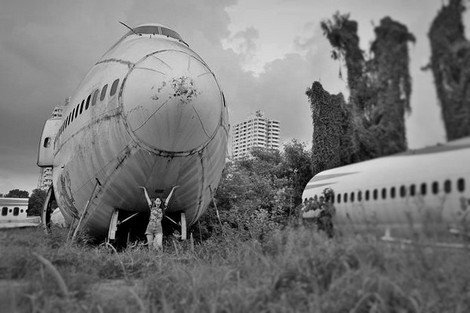 Posing for a shot below the massive plane. Sense of surrealism indeed | Airplane Pictures Behind the scenes