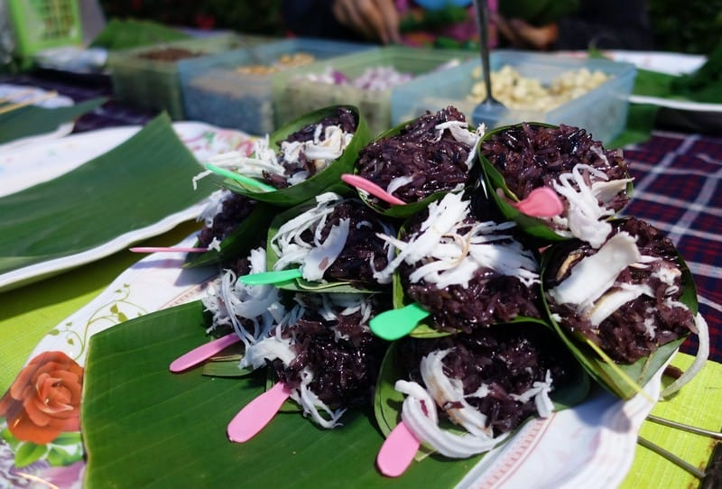 Miang Kum Sweet Thai Snack made up of a myriad of flavours from sweet to savoury to spicy. Some of the ingredients include peanut, ginger, onion, coconut, brown sugar wrapped in a leaf. Utterly yums
