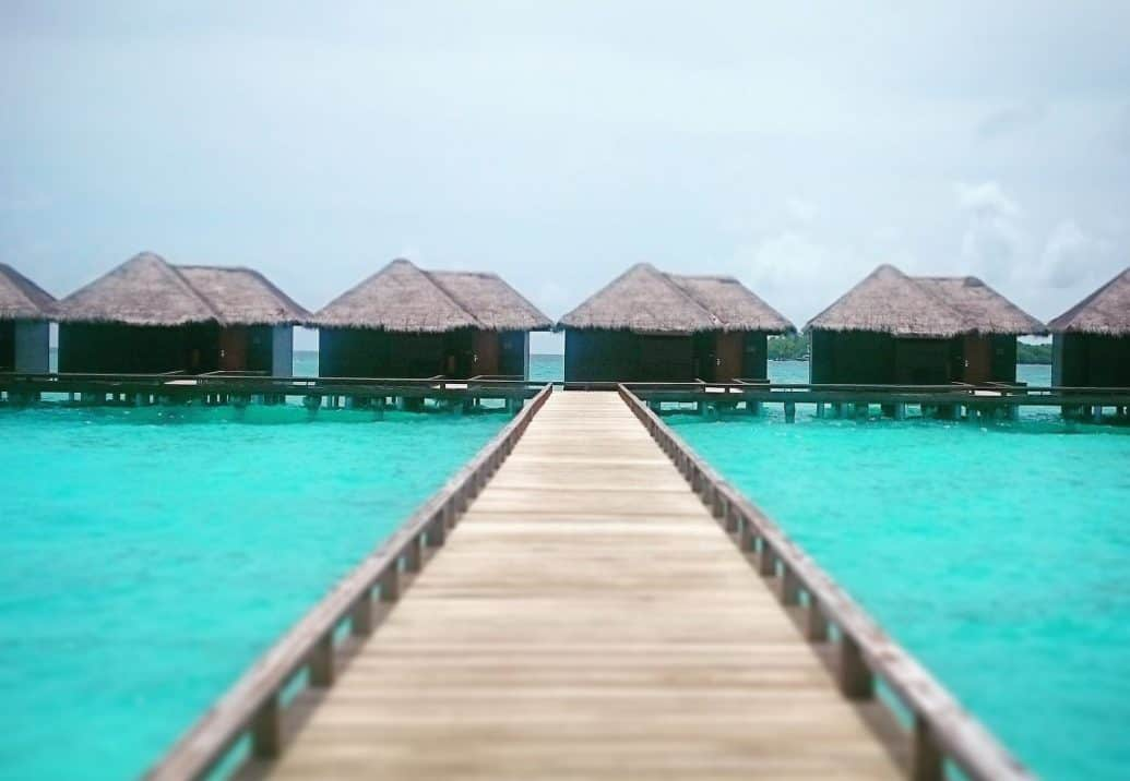 Maldives yoga retreat - Yoga on this pristine destination
