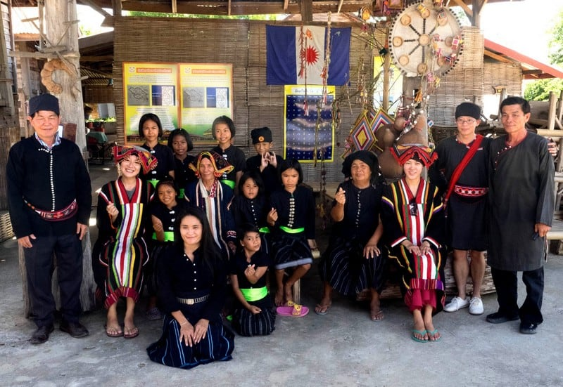 Visiting the Black Thai Tribe Tai Dam in Chiang Khan