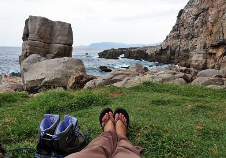 Beautiful view of waves crashing against the shore while resting between climbs | Rock climbing in Asia