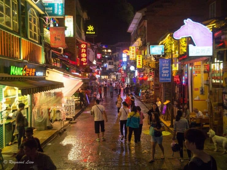 Bustling streets of Yangshuo at night | What else to do other than natural rock climbing in china
