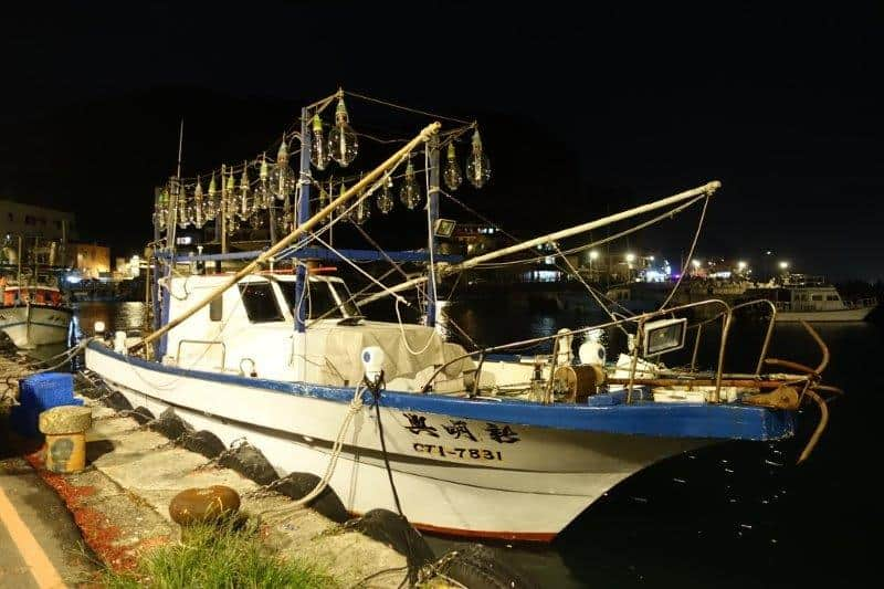 Fishing boats spotted at Long Dong jetty. they do a lot of night fishing, hence explains the tons of lights on the boat | Jiufen climbing and more