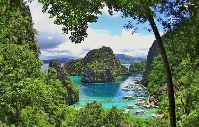 The iconic Kayangan lake lookout point at Coron - diving and snorkeling in palawan