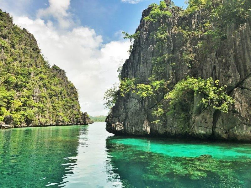 The pretty turquoise colour of the water right under the limestone rock of Coron, stunningly beautiful