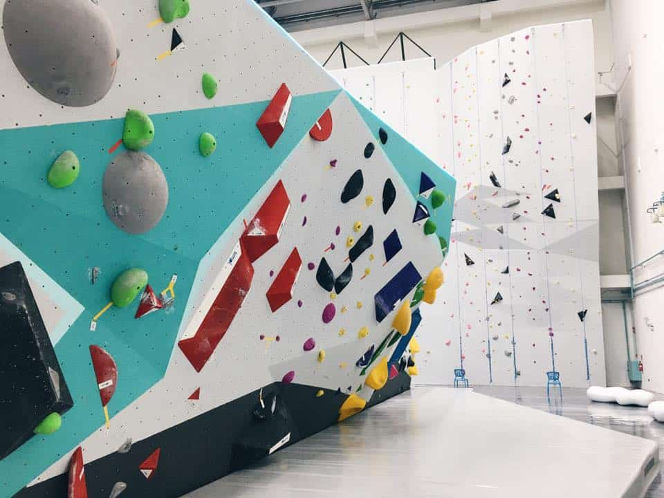 Gorilla Climbing Gym - Brand new spanking whitewash walls