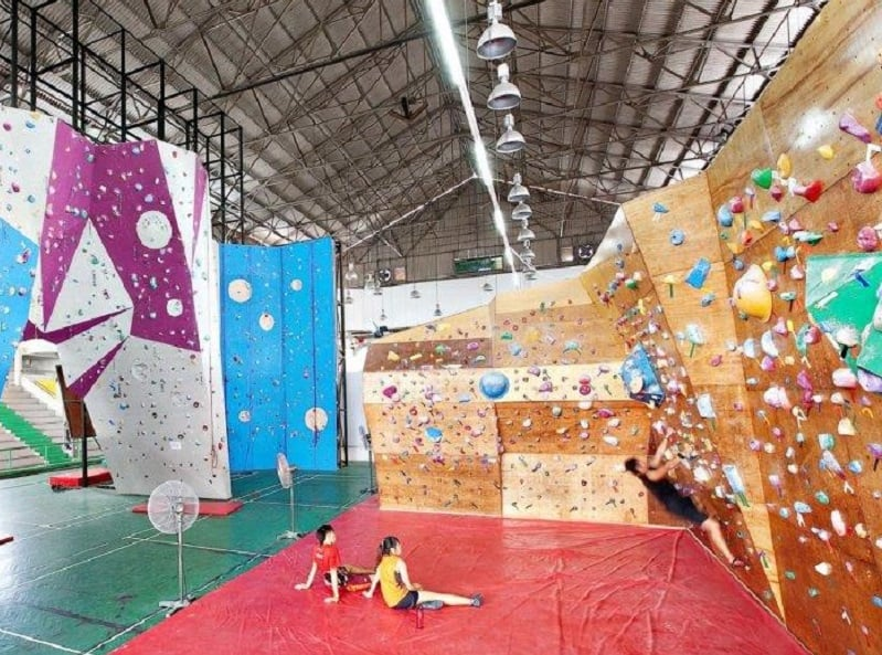 Boulder to your heart's content at Onsight Climbing Gym. So many routes, from the basics to the competitive levels!