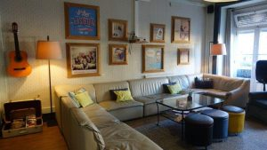 Cosy living room area to chat/ mingle and have some sangaria or beer