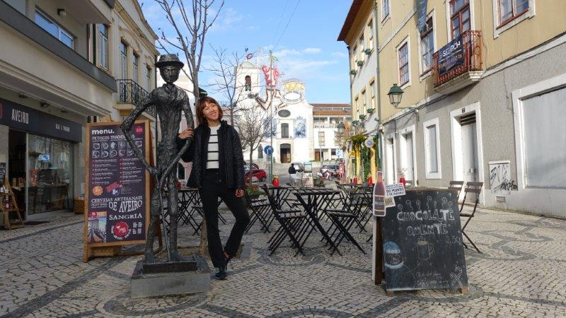 Posing with this skinny man statue in Aveiro Town | Aveiro in a day