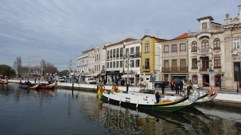 Aveiro canels and long gondolas. These gondolasa also known as ''barcos moliceiros'' | Aveiro in a day