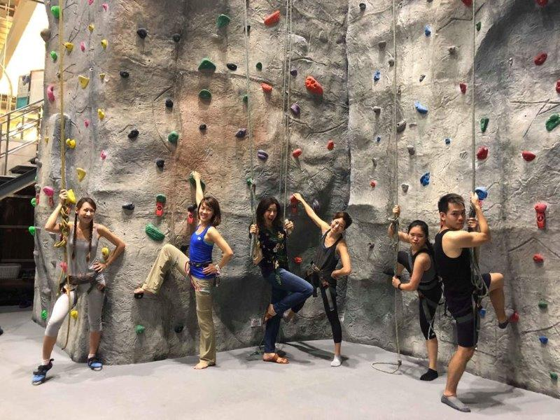 Urban Climb - Pose for the camera | Thailand Rock Gyms