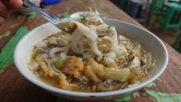 Myanmar Kway Teow soup that taste like a prawn noodle broth