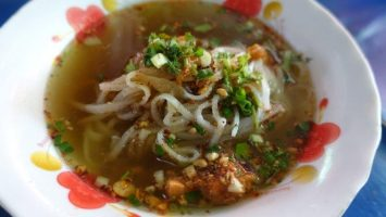 Eat like a local Burmese in Myanmar