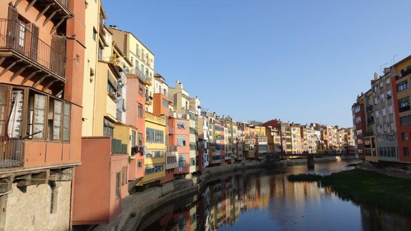 Brown hules of Girona houses by the canel, such a pretty assemble | Visit Girona Town