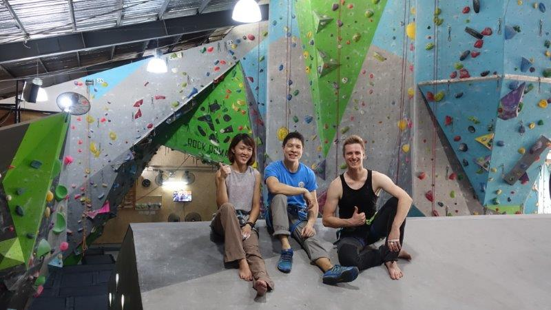 Group shot with Pack our lead climbing instructor | Lead Climbing Courses in Bangkok