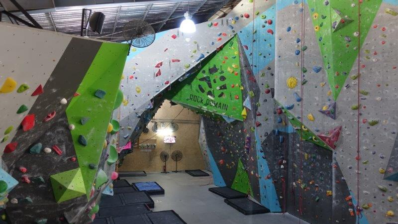 Take your lead climbing course or private lesson at Rock Domain