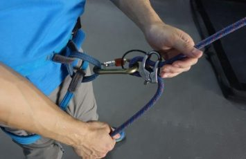 Ensure the proper way to hold the rope and lead belay your climber