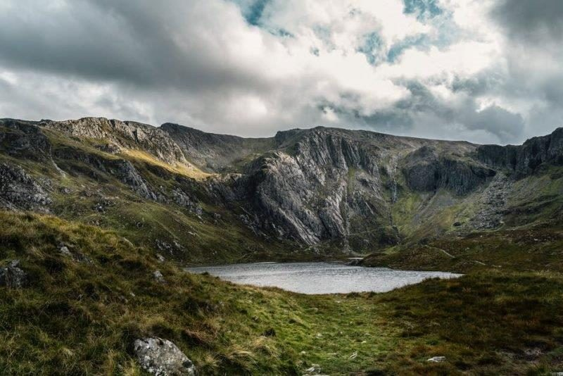 Beautiful lake surrounded by the welsh mountains